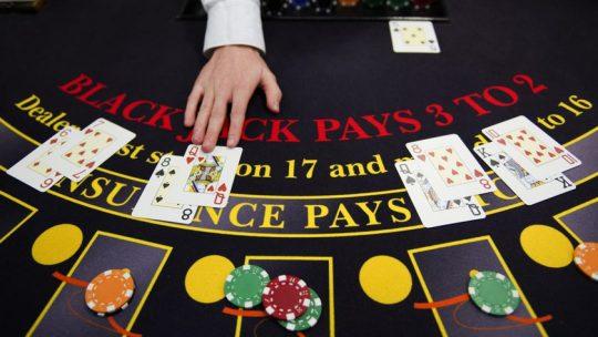 การเล่น Craps หรือ Blackjack ในคาสิโนเป็นอย่างไร?